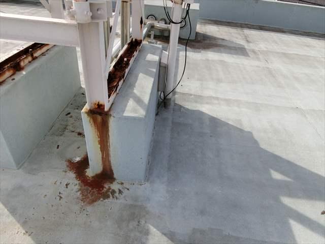 貯水槽タンクの架台の鉄骨の錆