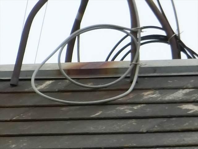 屋根のアンテナからの錆