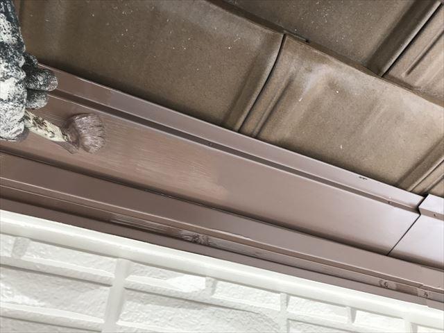 下屋根水切りの塗装