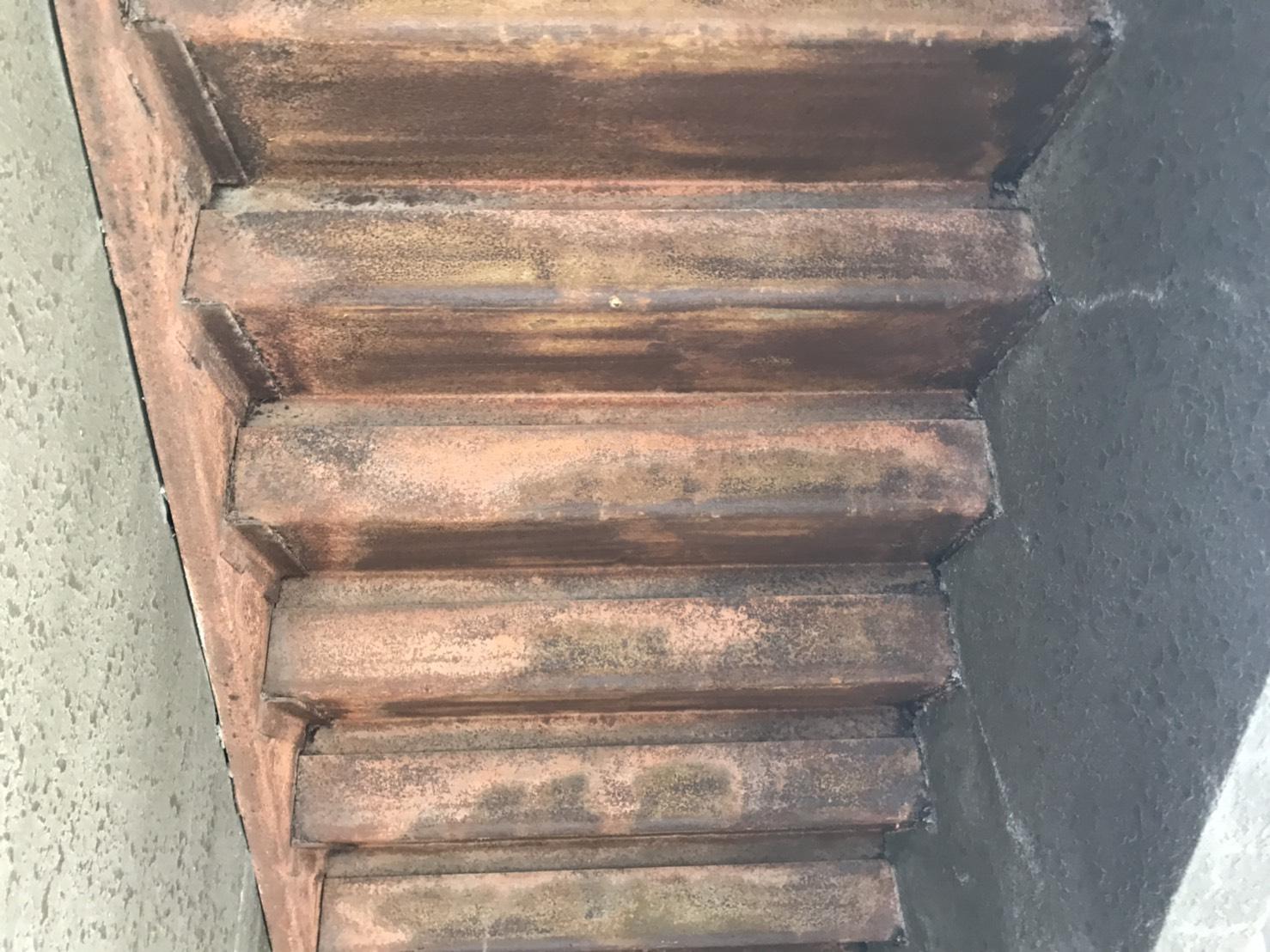 階段鉄骨の錆