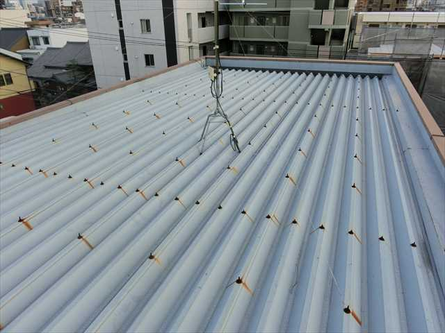 折半屋根からの雨漏り