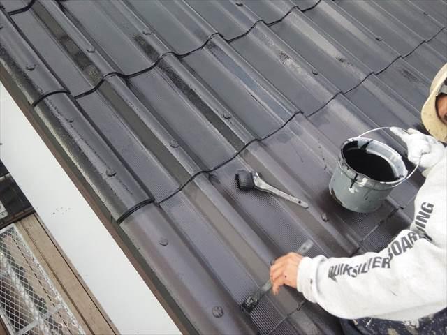 屋根の上塗り